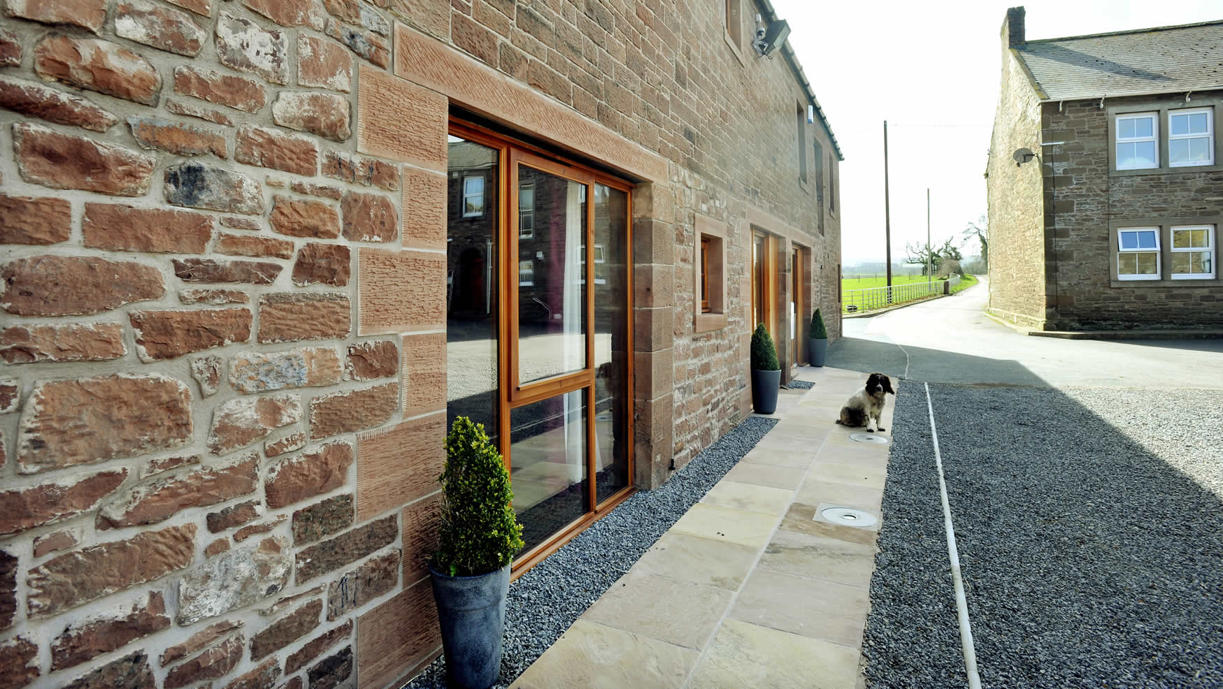holidaycottages-courtyard-exterior