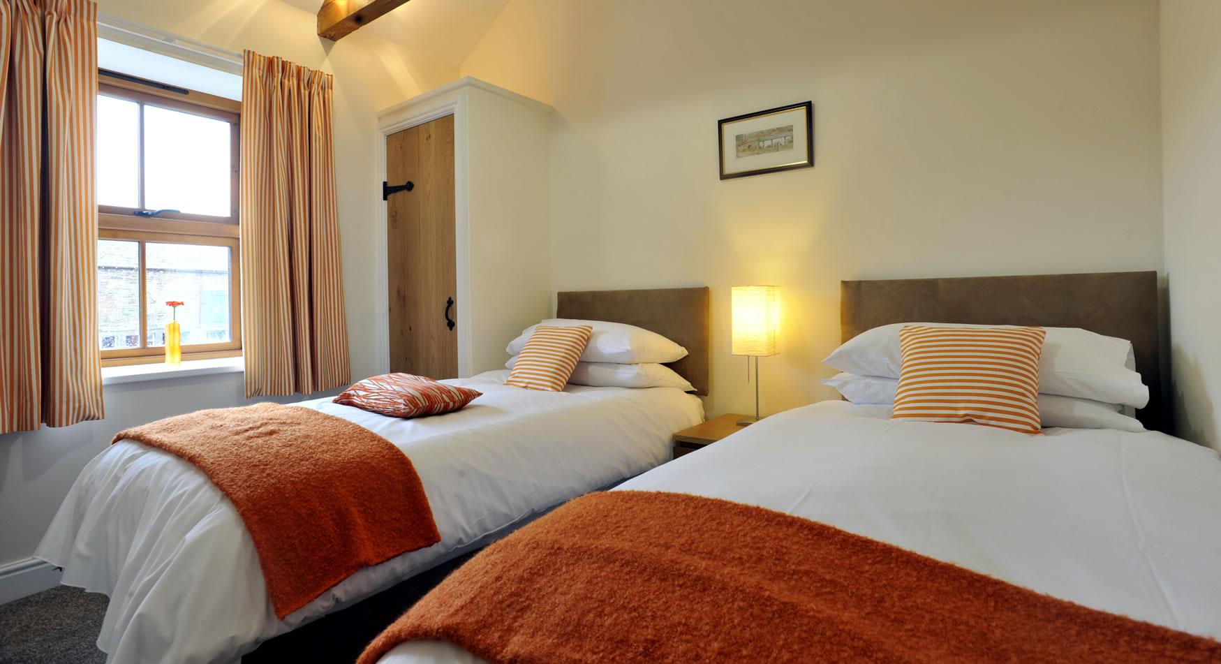 oldbothycottage-twin-bedroom