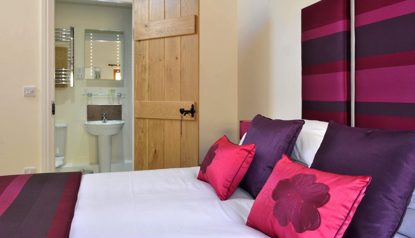 oldgrainstore-cottage-bedroom1