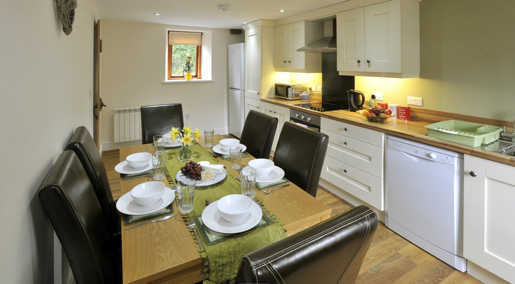 oldgrainstore-cottage-kitchen-dining