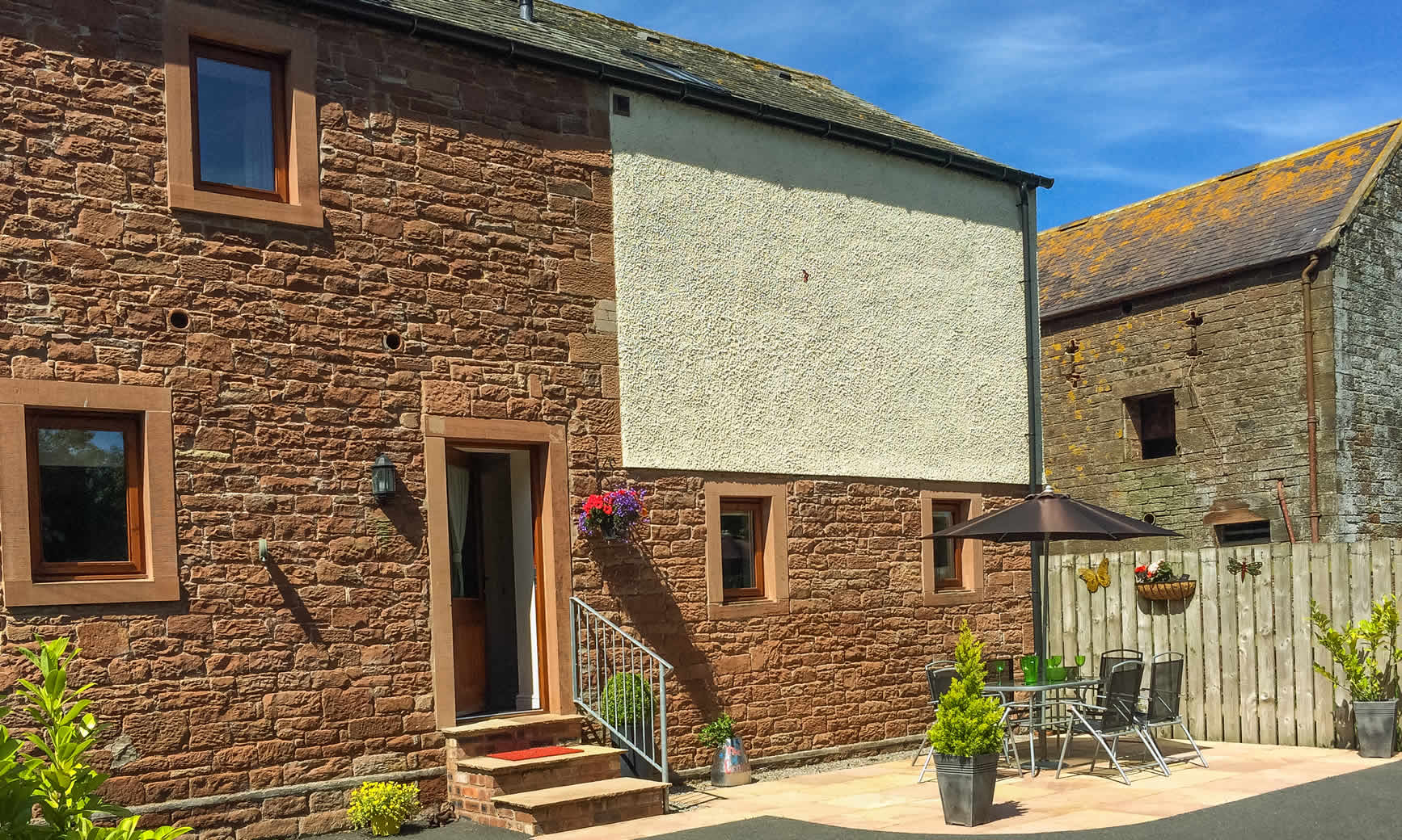 oldgrainstore-cottage-patio