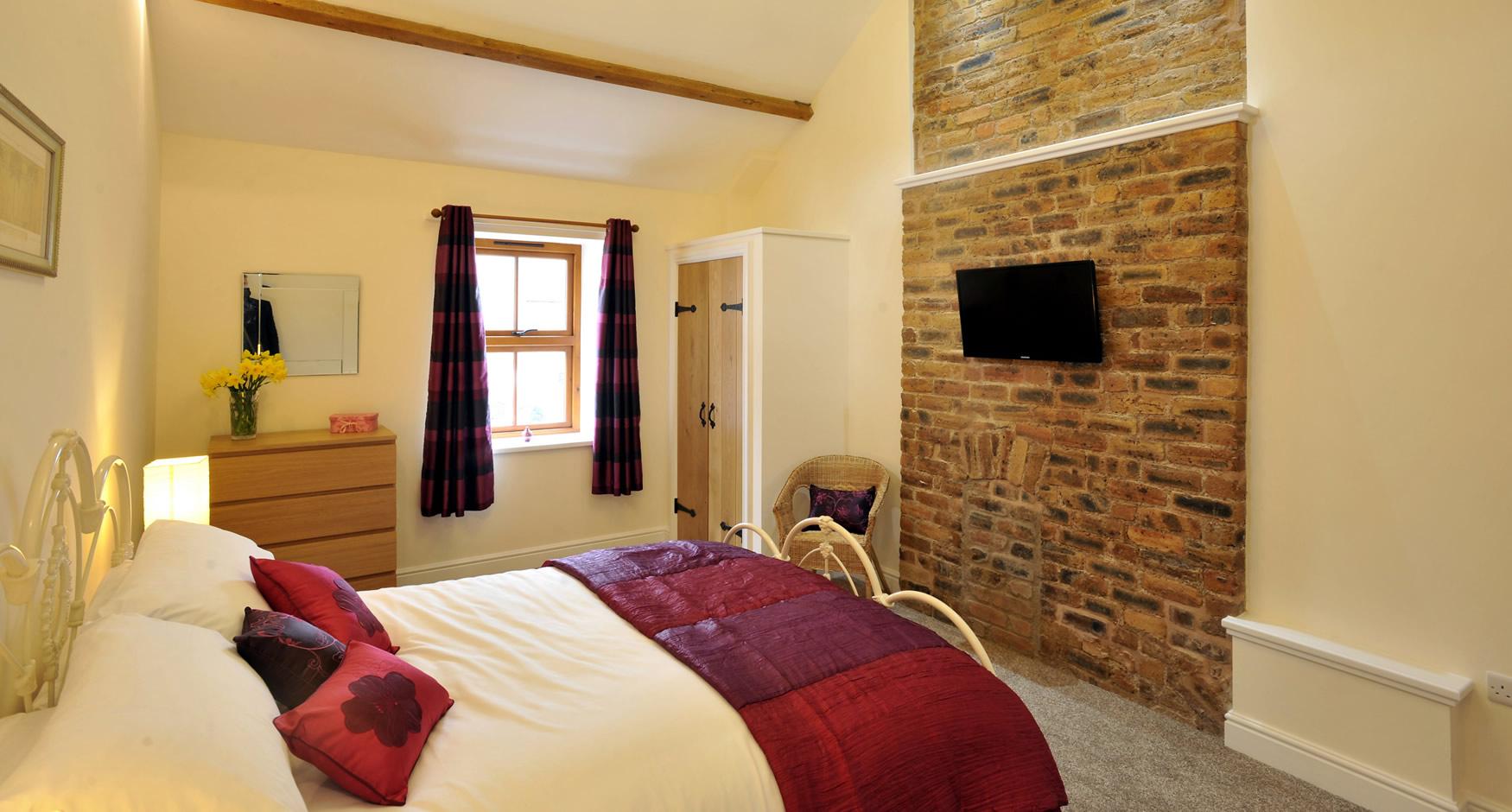 theoldbothy-cottage-bedroom